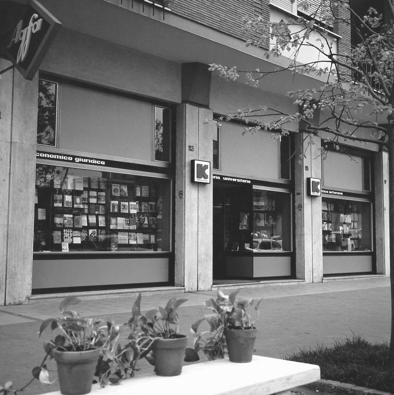 2 - Libreria Kappa in viale Ippocrate, Roma; con M. Brunelli - Vista esterna
