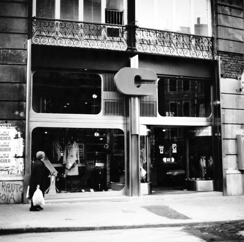7 - Ristrutturazione e allestimento di negozio Chester Man in via Arenula, Roma - Vista esterna