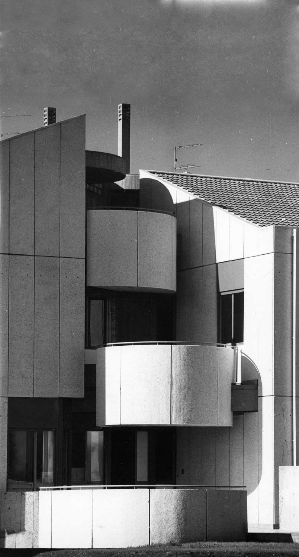 10 - Casa bifamiliare Nir a Roma - Mostacciano; con GC. Pediconi - Vista esterna di dettaglio