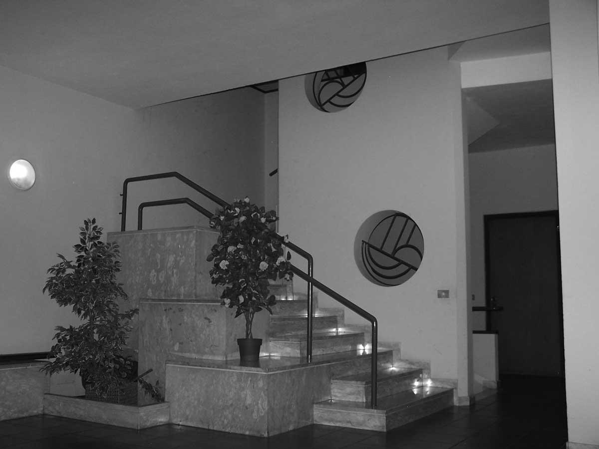 10 - Edificio per abitazioni, uffici e negozi in viale Oberdan, Velletri (RM) - Vista interna dell'androne