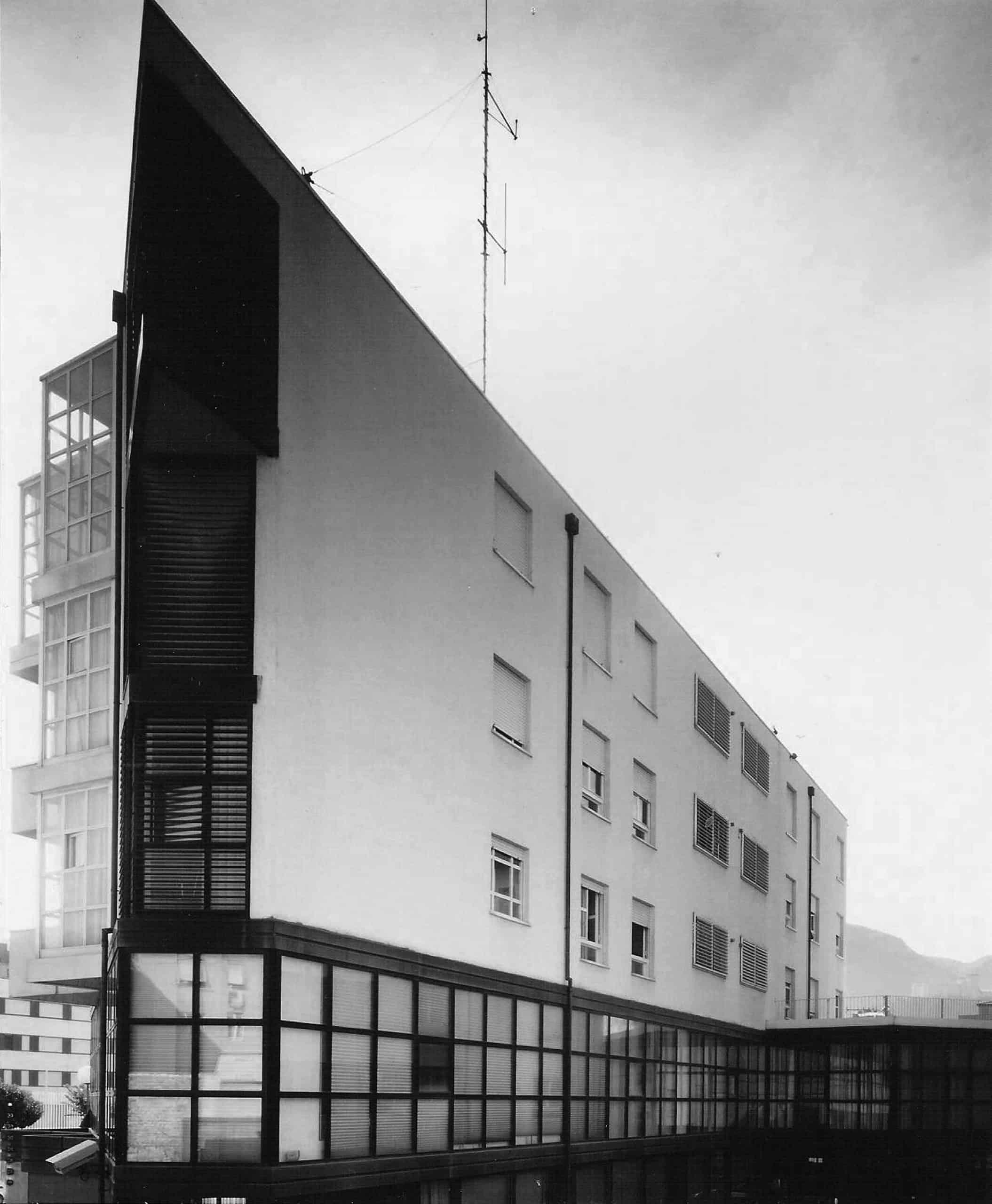 10 - Edificio polifunzionale per la Banca Popolare di Spoleto in viale Trento e Trieste, Spoleto (PG); con A. Zanmatti - Vista esterna