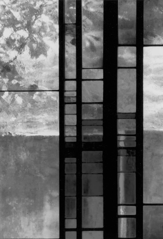 11 - Casa Generalizia delle Suore Minime di Nostra Signora del Suffragio in via della Stazione Aurelia, Roma; con E. Monti - Vista di dettaglio della vetrata della cappella