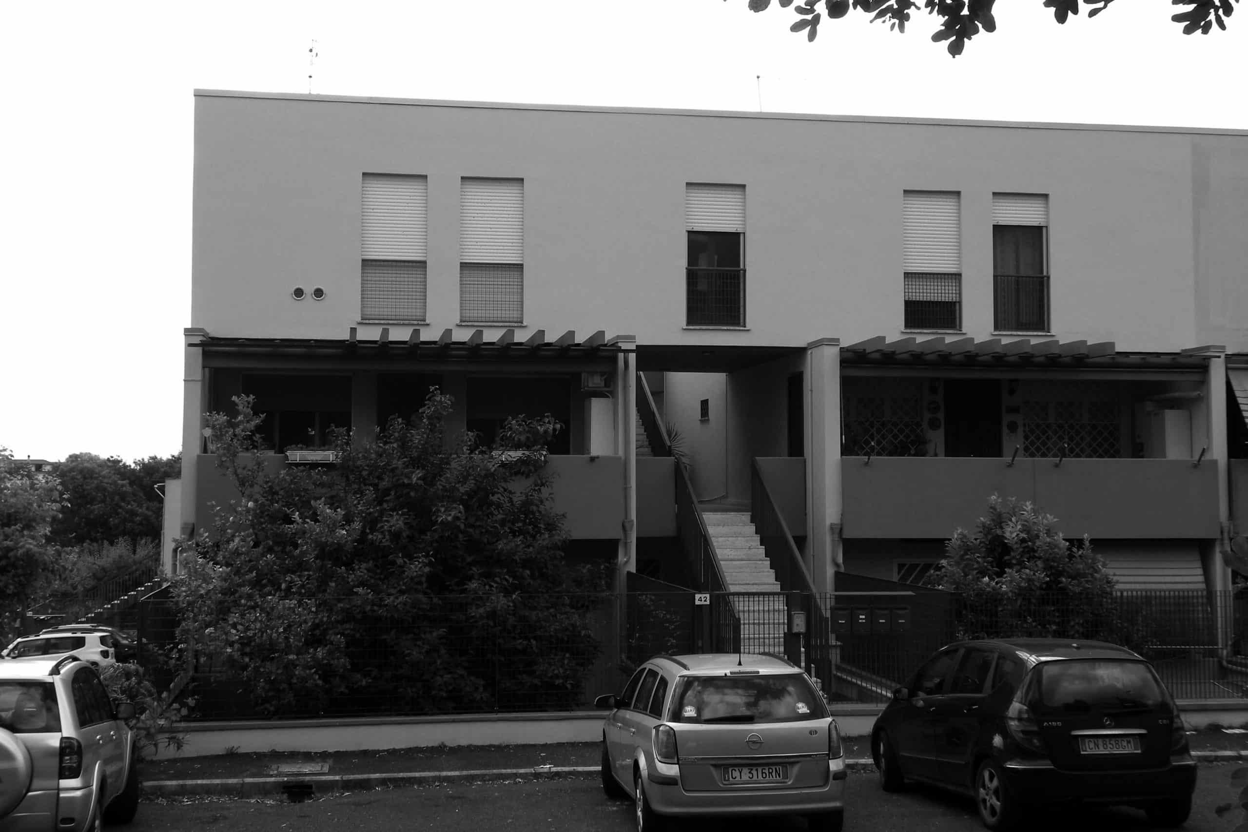 10 - Complesso per 118 alloggi nel PdZ di Fiano Romano (RM); con R. De Vito - Vista esterna