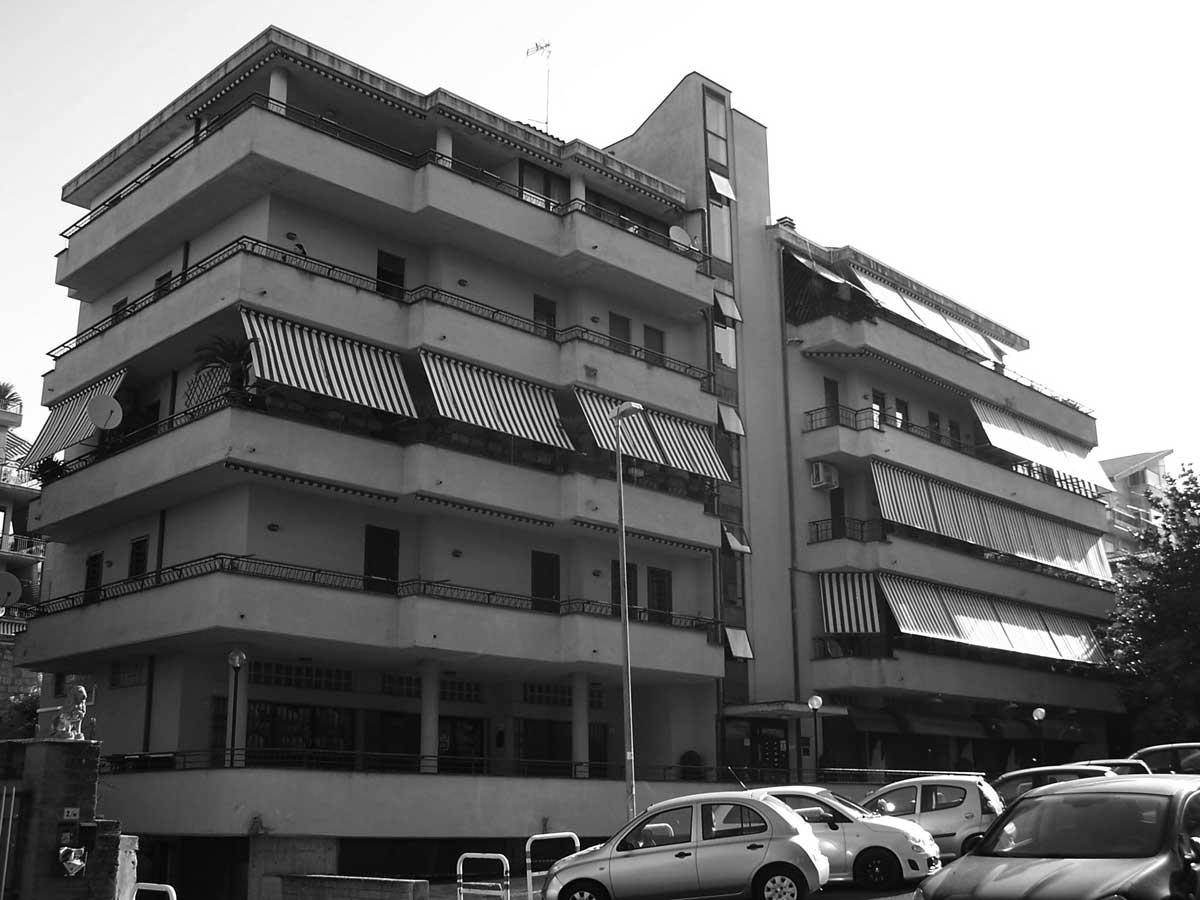 11 - Edificio per abitazioni e negozi in via Ragazzi del '99, Velletri (RM) - Vista esterna