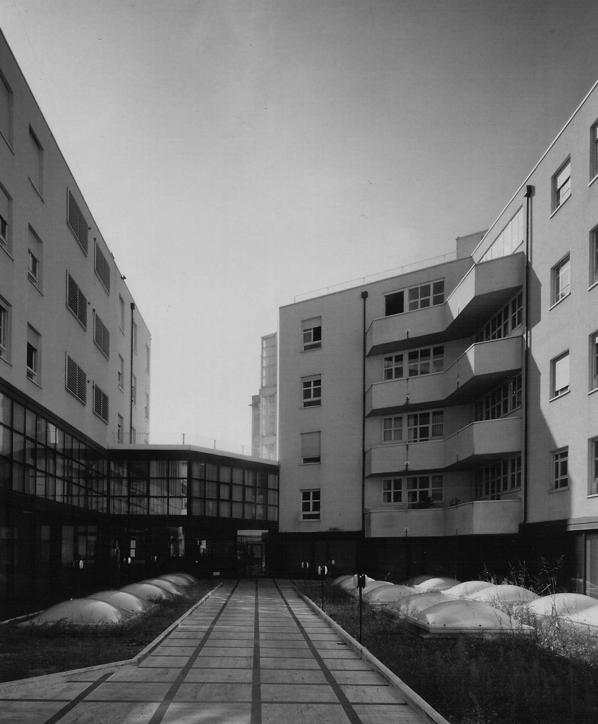 11 - Edificio polifunzionale per la Banca Popolare di Spoleto in viale Trento e Trieste, Spoleto (PG); con A. Zanmatti - Vista esterna