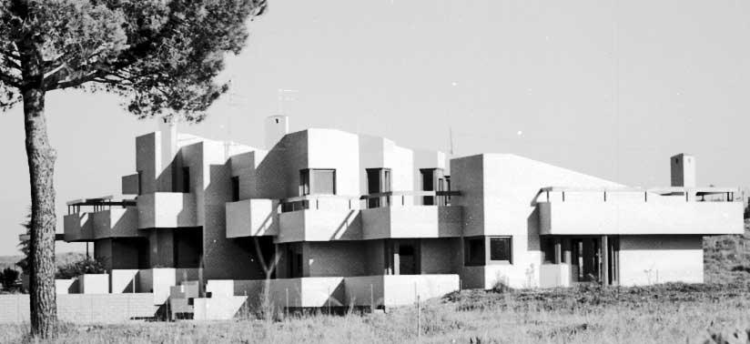 12 - Casa bifamiliare a Roma - Olgiata; con GC. Pediconi - Vista esterna
