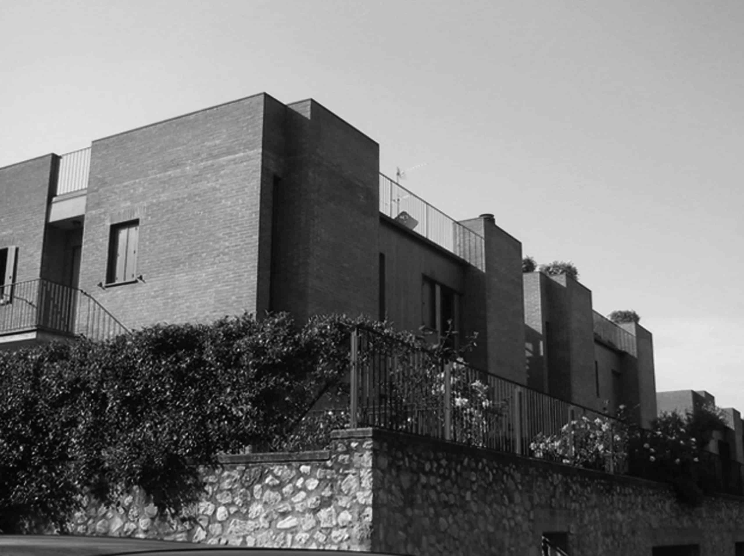 12 - Case a schiera  in loc. Madonna di Lugo, Spoleto (PG); con A. Zanmatti - Vista esterna