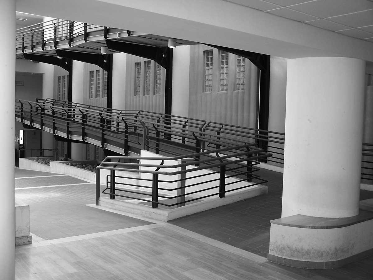 13 - Palazzo Pretorio e Uffici Giudiziari in via Donizetti, Albano Laziale (RM) - Vista interna della corte