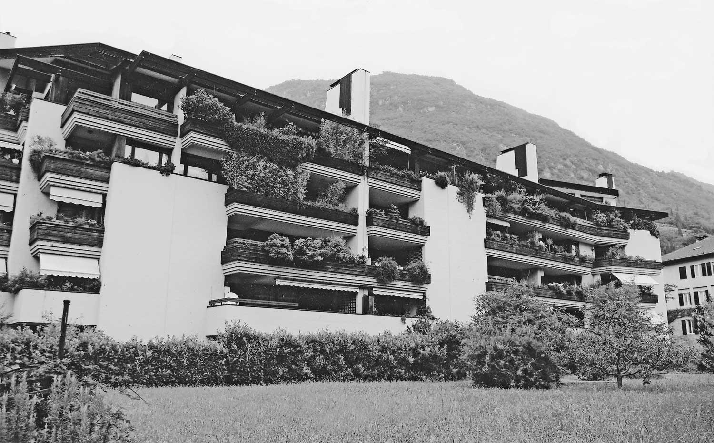 15 - Edifici Mühlbau a Bolzano; con E. Monti e E. Giovanardi - Vista esterna
