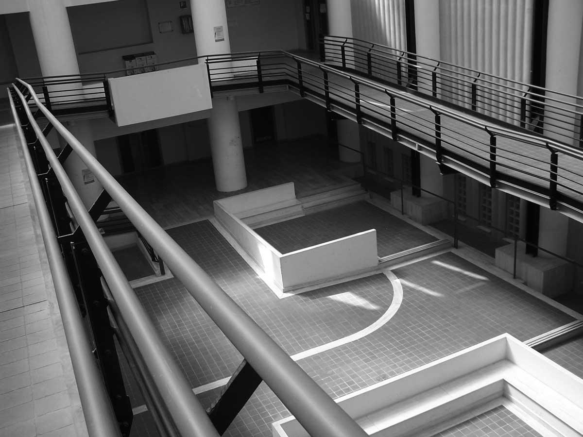 14 - Palazzo Pretorio e Uffici Giudiziari in via Donizetti, Albano Laziale (RM) - Vista interna della corte