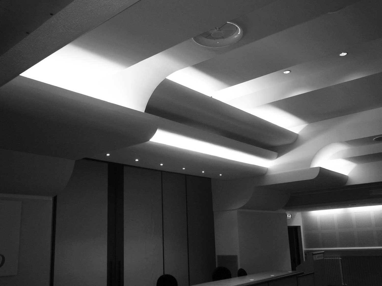 """16 - Ristrutturazione dell'auditorium e della sala congressi dell'Istituto di riabilitazione """"S. Stefano"""", Porto Potenza Picena (MC) - Vista interna"""
