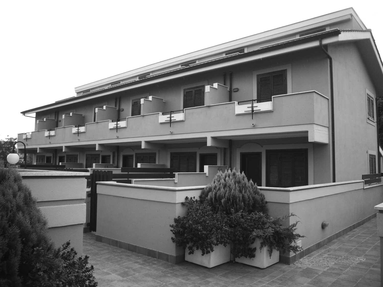 17 - Complesso di villini a schiera e appartamenti, Passoscuro (RM) - Vista esterna
