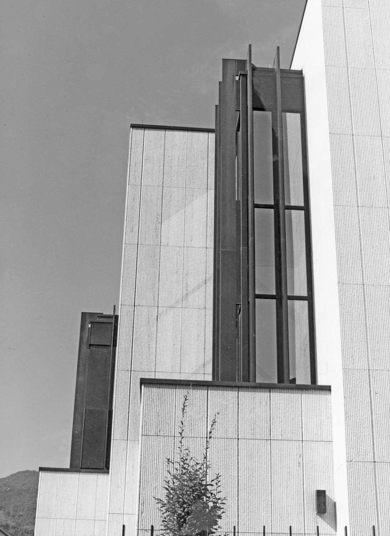 18 -  Banca d'Italia a Bolzano; con E. Monti e E. Giovanardi - Vista esterna di dettaglio