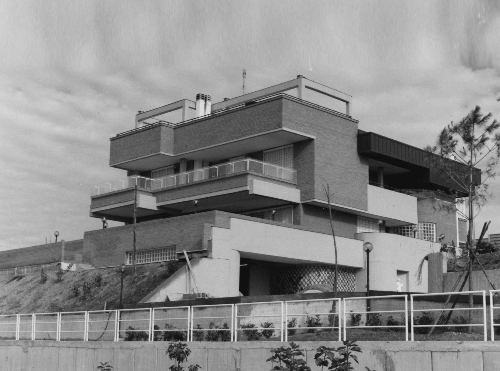 19 - Tre edifici mono e bifamiliari in via Scalo di Settebagni, Roma - Vista esterna