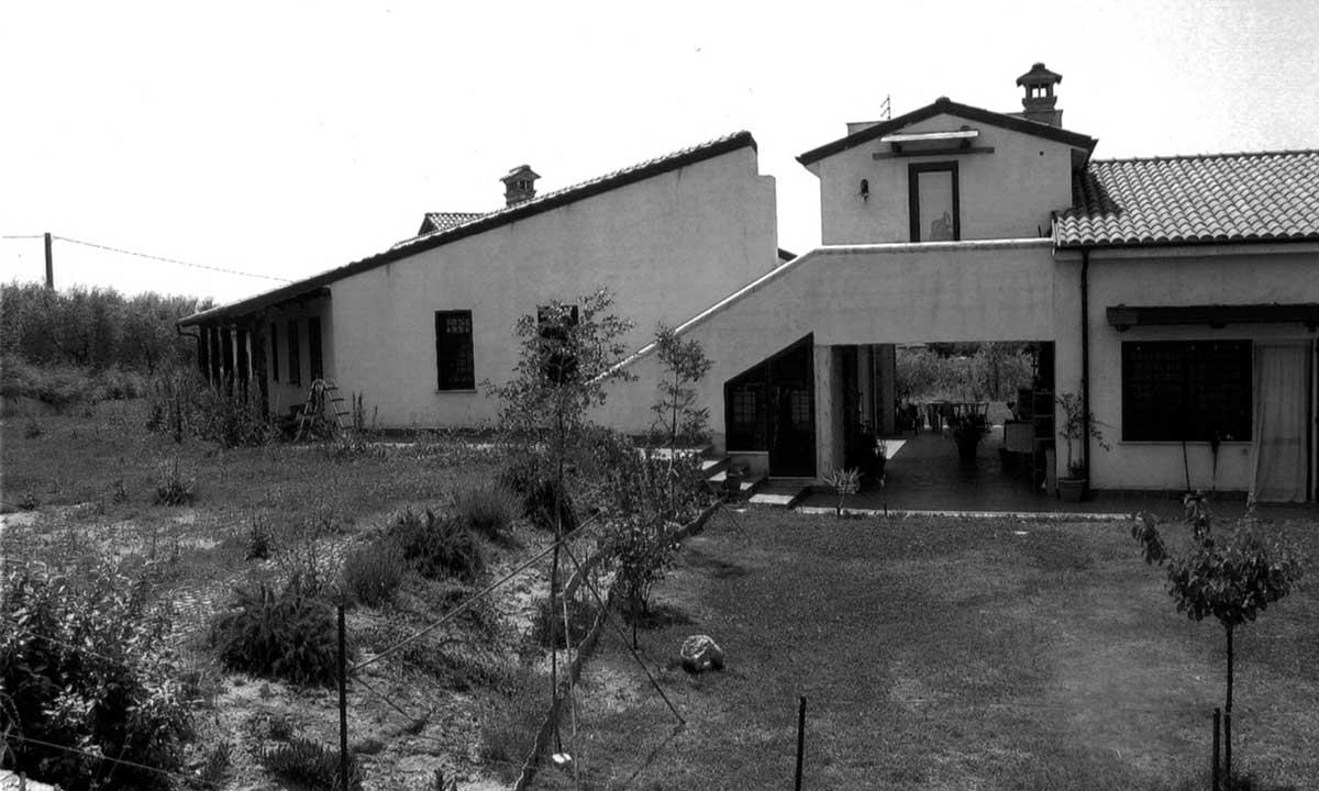19 - Villa residenziale per conduttori di azienda agricola in loc. Arci - Passo Corese, Fara in Sabina (RI) - Vista  esterna