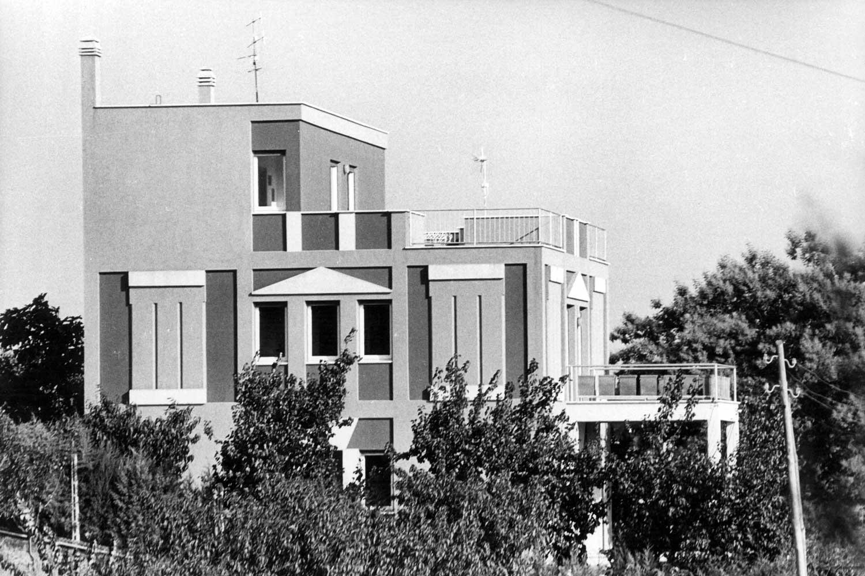 1 - Casa Rosato in via della Cellulosa, Roma - Casalotti; con G. P. Patrizi (GRAU) e E. Rosato - Vista esterna