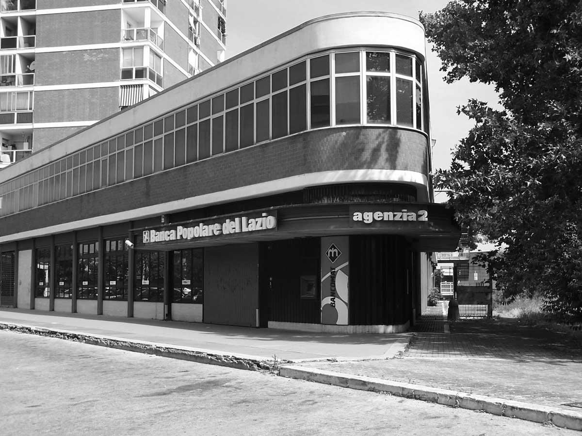 20 - Realizzazione di locali con allestimento uffici della Banca Popolare del Lazio in piazzale Carturan, Latina - Vista esterna