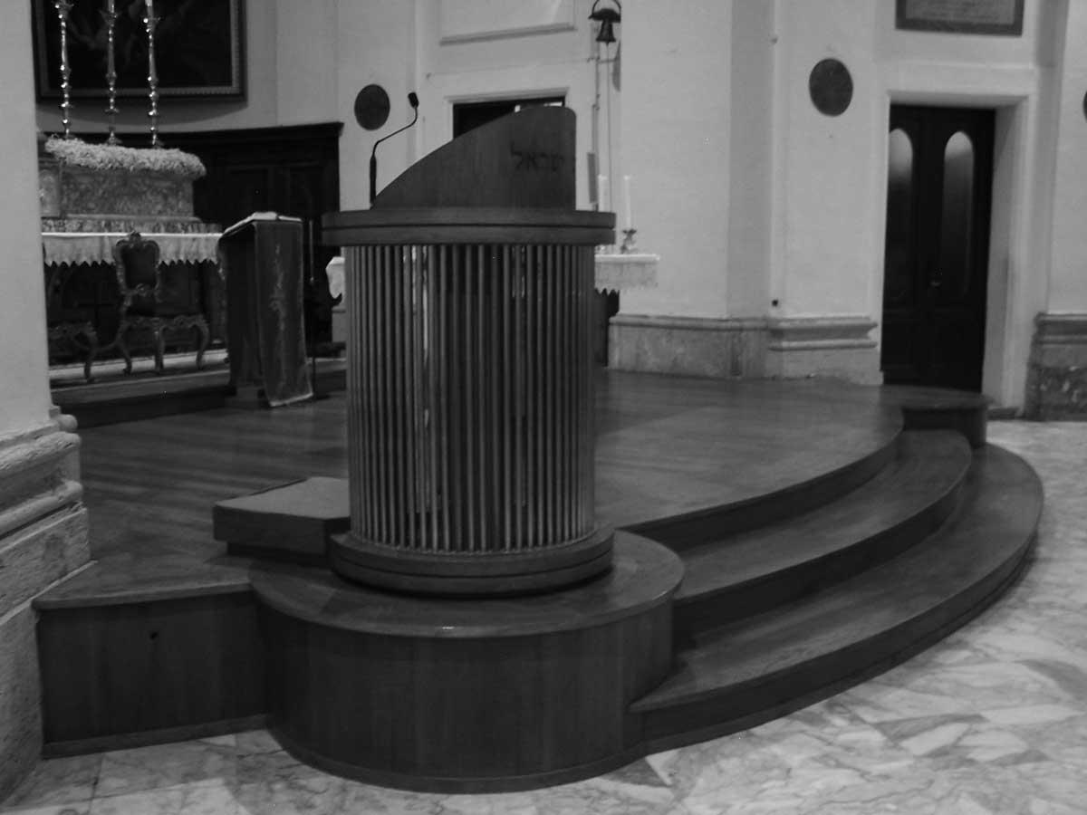 21 - Opere nel Complesso della Chiesa Collegiata di Valmontone (RM) - Vista interna dell'adeguamento presbiteriale con ambone