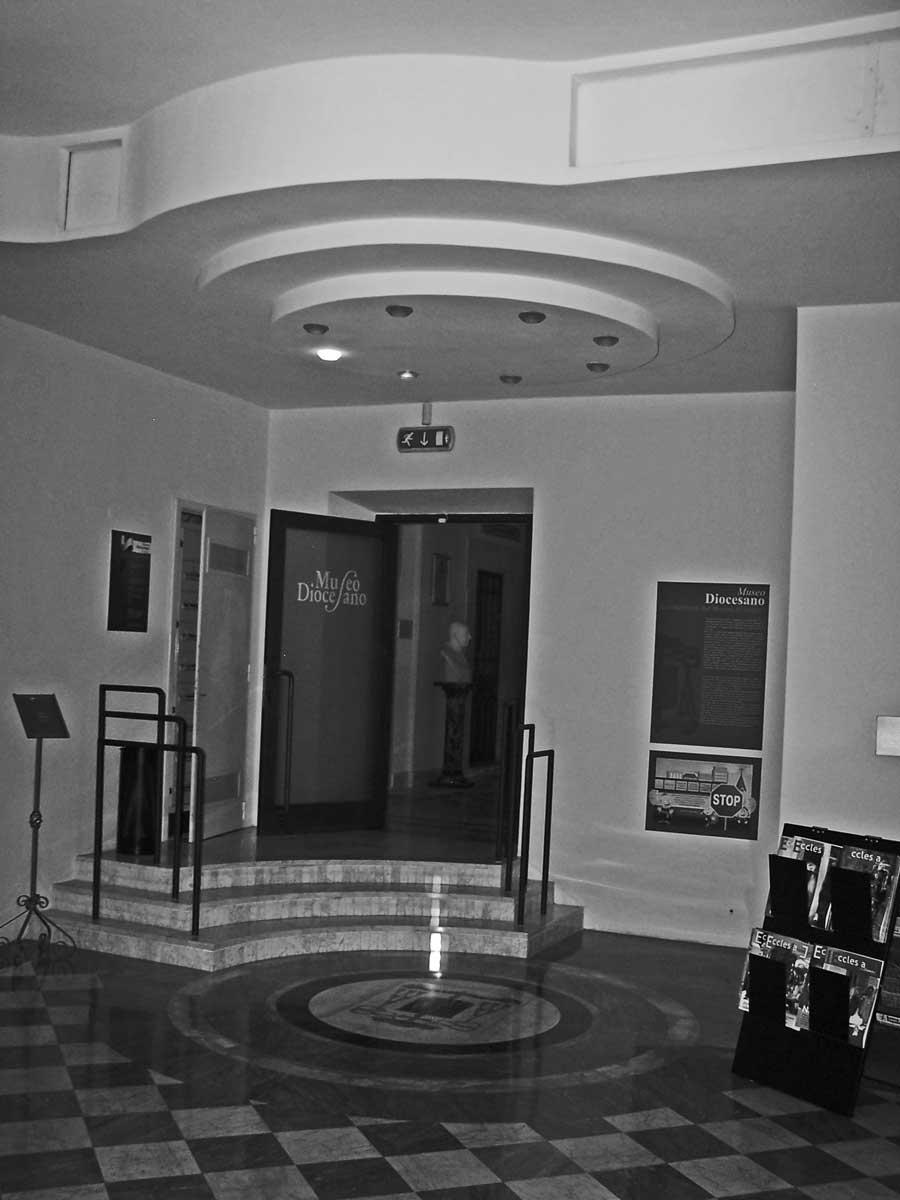 23 - Allestimento del Museo Diocesano di Velletri - Segni (RM) - Vista interna dell'ingresso