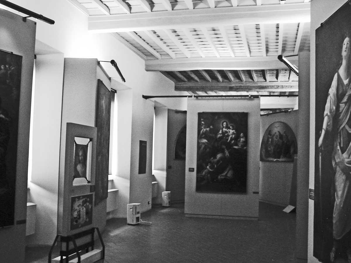 24 - Allestimento del Museo Diocesano di Velletri - Segni (RM) - Vista interna dell'area espositiva
