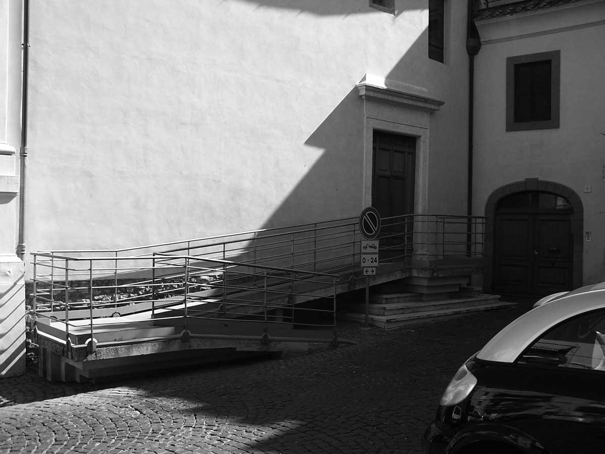 25 - Opere di restauro e ristrutturazione nel Complesso della Chiesa di S. Lucia, Velletri (RM) - Vista esterna della rampa