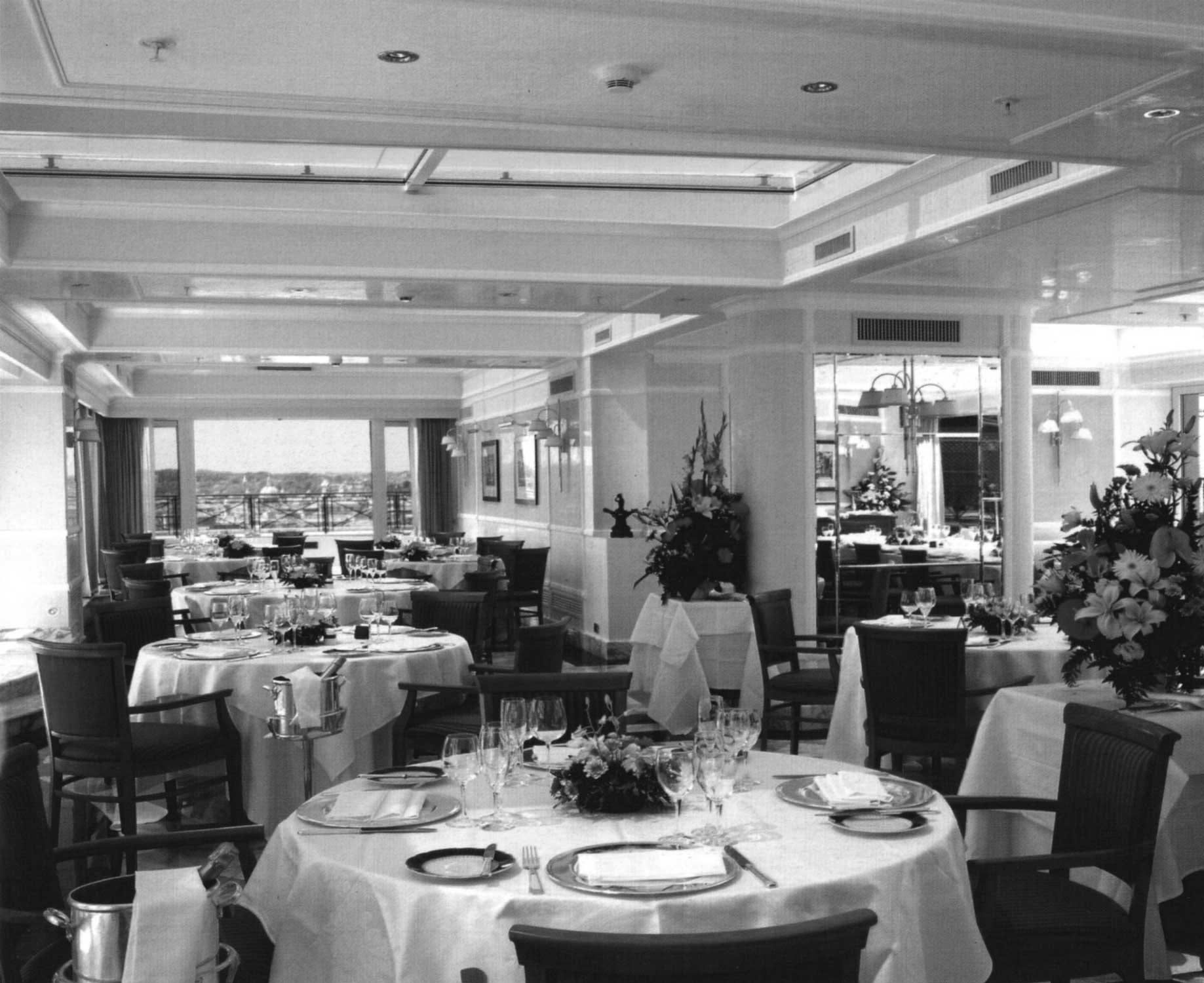 25 - Ristrutturazione Hotel Bernini Bristol, Roma, per SINA SpA - Vista interna del roof garden
