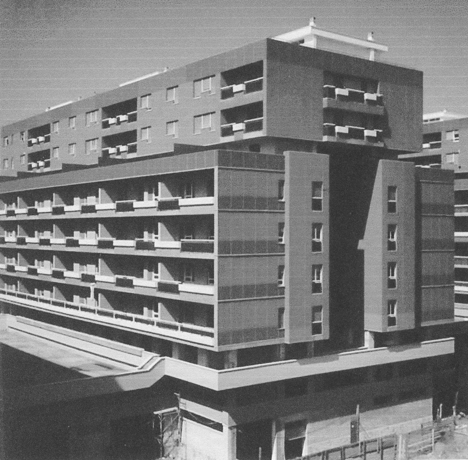 10 - Complesso residenziale di 312 alloggi a Pomezia (RM), per Imp. Lenzini - Vista esterna