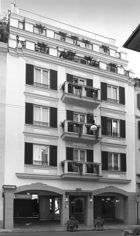 27 - Ristrutturazione, arredi interni e decorazioni Hotel Manzoni in via di Santo Spirito, Milano, per Giaveco Srl - Vista esterna