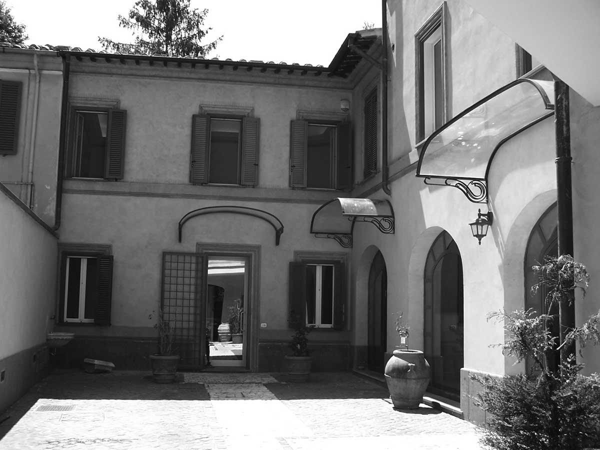 28 - Restauro del Palazzo Fumasoni Biondi in via Saffi, Albano Laziale (RM) - Vista della corte interna
