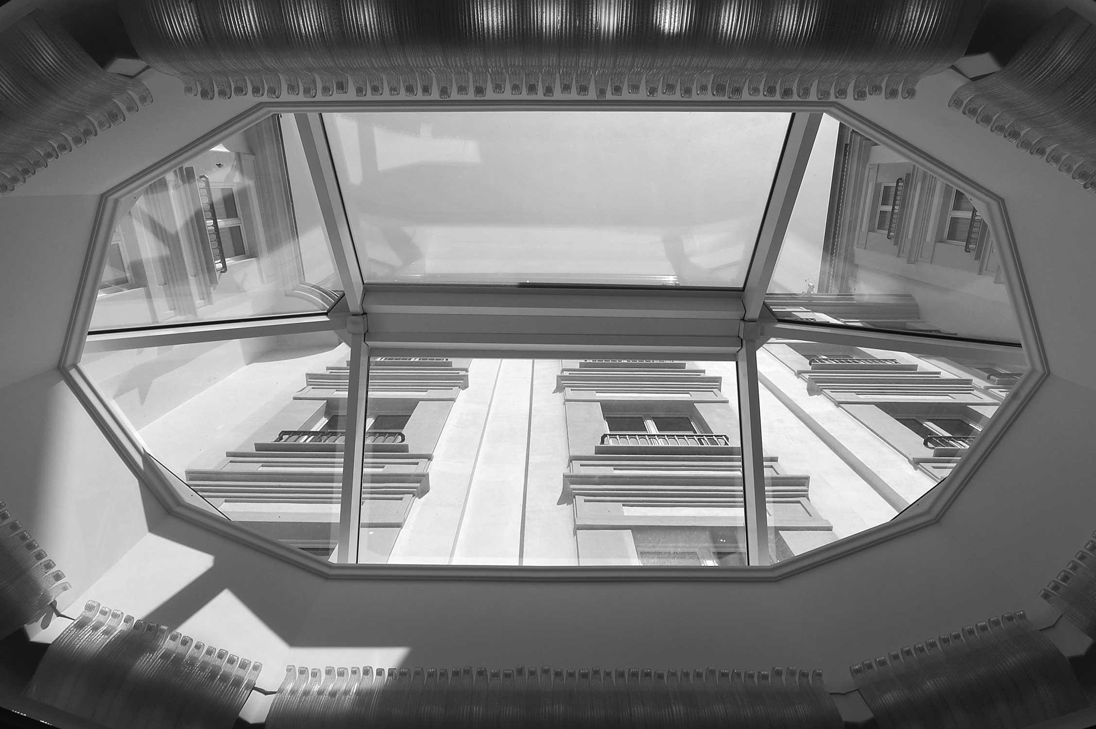 29 - Ristrutturazione, arredi interni e decorazioni Hotel Manzoni in via di Santo Spirito, Milano, per Giaveco Srl - Vista  interna