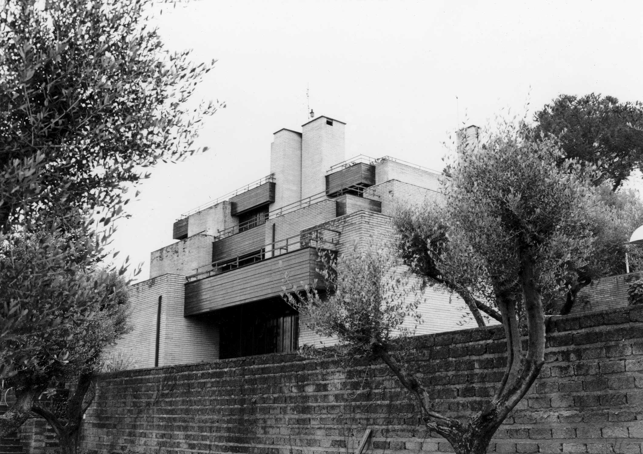 3 - Villa A. Marzoli in via Viggiano, Roma; con E. Monti - Vista esterna