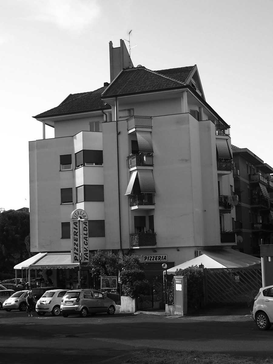 4 - Palazzina per abitazioni e negozi in via Mattoccia, Velletri (RM) - Vista esterna