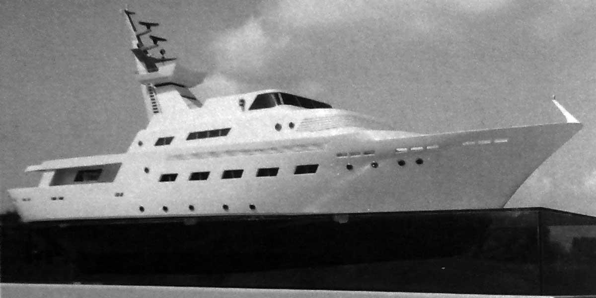 6 - Motoryacht da 47m per Cantieri Campadella - Savona; con F. Anselmi Boretti (per la carena) - Vista del plastico