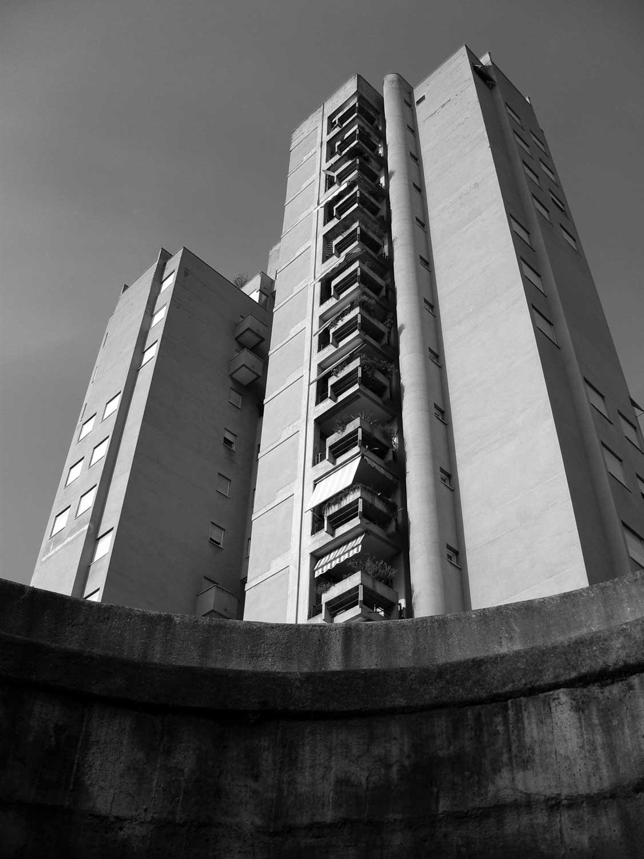 6 - Edifici a torre per complessivi 112 alloggi nel PdZ Cesura Le Grazie, Terni, per Coop. Astra; progetto CoPER - Vista esterna