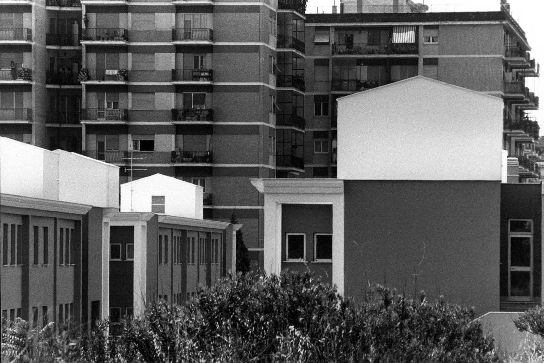 7 - Campus scolastico in via Tedeschi, Roma; con R. Mariotti (GRAU), F. Finzi e G. Ruggieri - Vista esterna