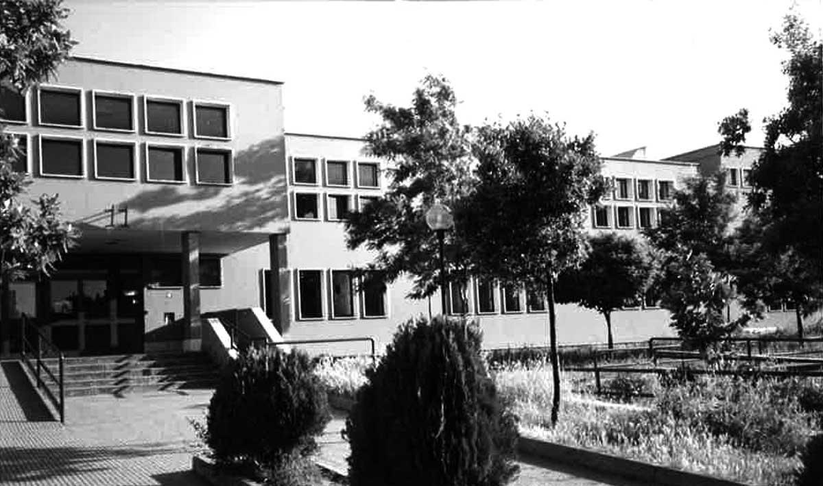 7 - Scuola media in via Nomentana, loc. Tor Lupara, Mentana (RM) - Vista esterna
