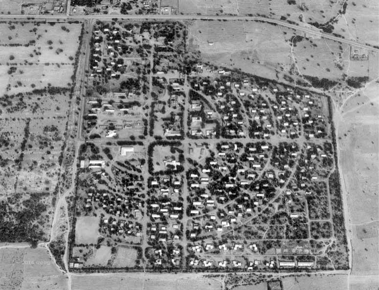 6 - Villaggio per 2.000 abitanti con residenze e servizi generali a Talata Mafara (Nigeria), per Inc SpA e Impresit Bakolori SpA; con A. Jatta e R. Magagnini - Vista aerea