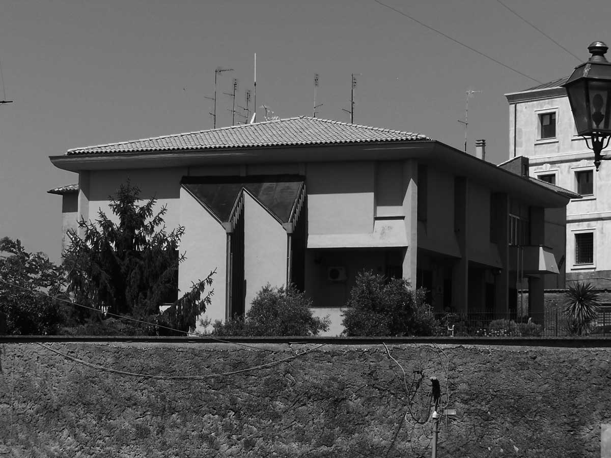 8 - Caserma dei Carabinieri in piazza B. Pompei, Ariccia (RM) - Vista esterna