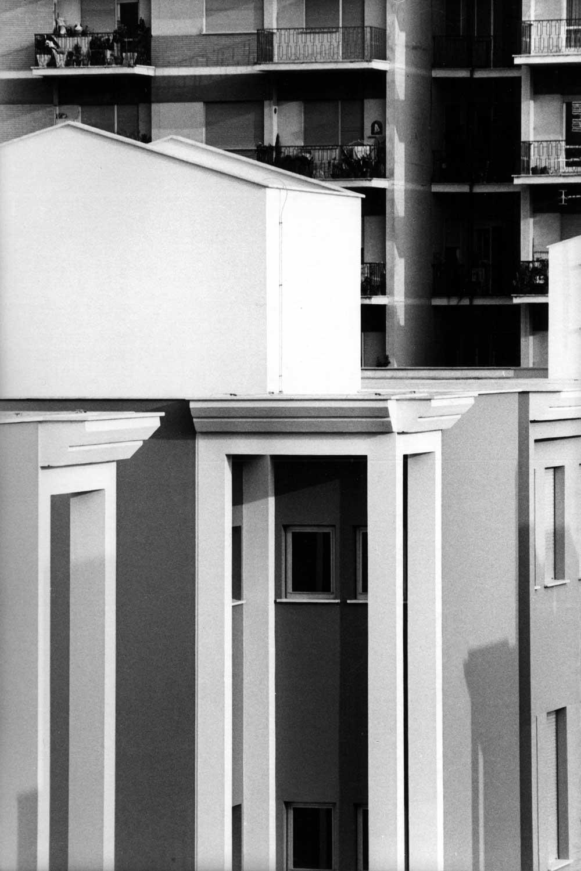 8 - Campus scolastico in via Tedeschi, Roma; con R. Mariotti (GRAU), F. Finzi e G. Ruggieri - Dettaglio di facciata