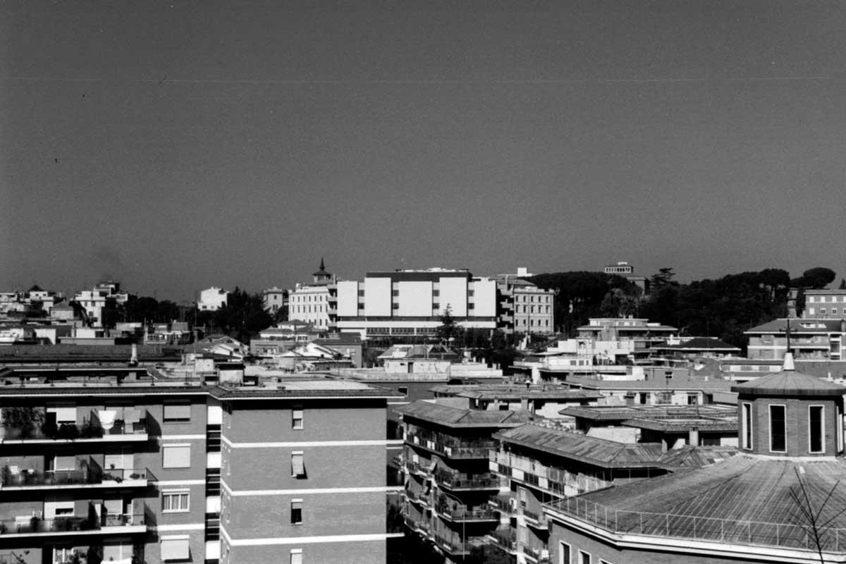 """8 - Ampliamento dell'Ospedale generale di zona """"S. Carlo di Nancy"""", Roma - Vista esterna"""