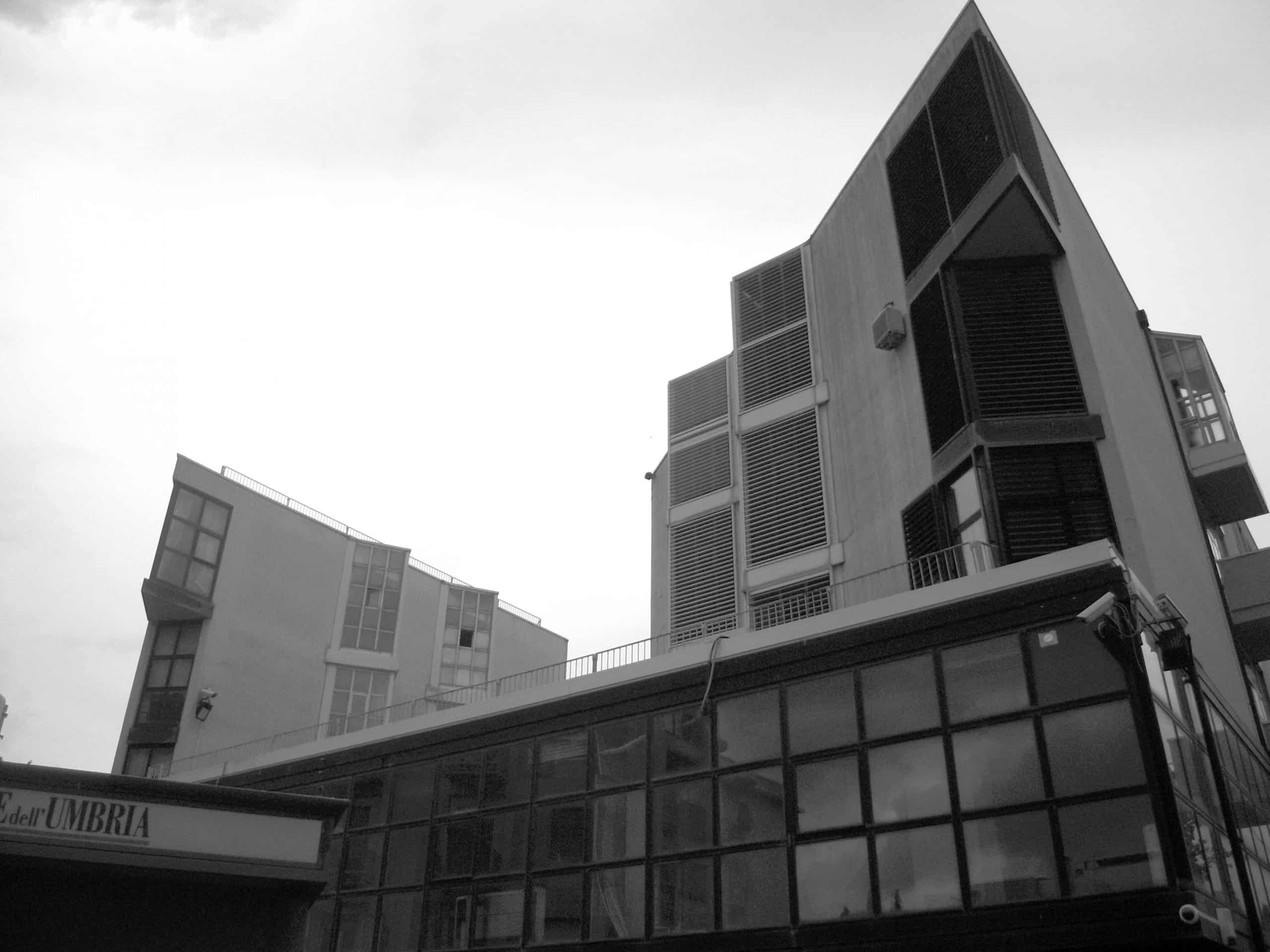 9 - Edificio polifunzionale per la Banca Popolare di Spoleto in viale Trento e Trieste, Spoleto (PG); con A. Zanmatti - Vista esterna