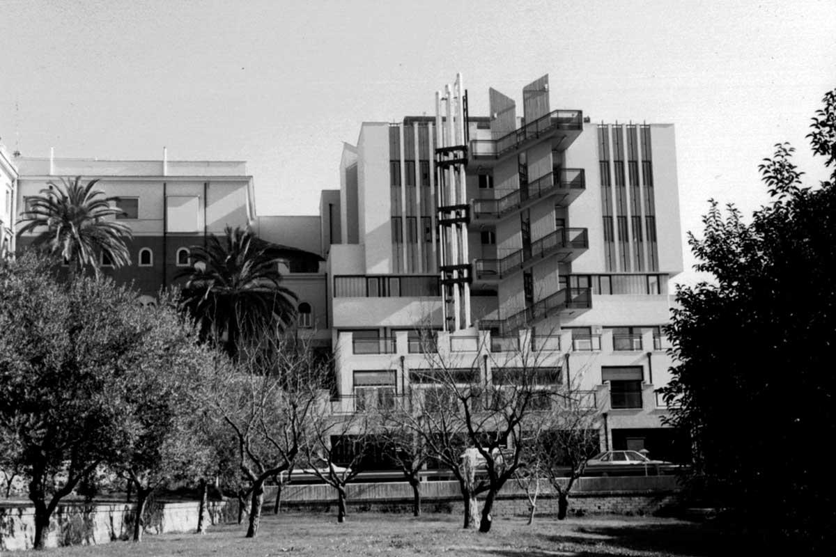 """9 - Ampliamento dell'Ospedale generale di zona """"S. Carlo di Nancy"""", Roma - Vista esterna"""